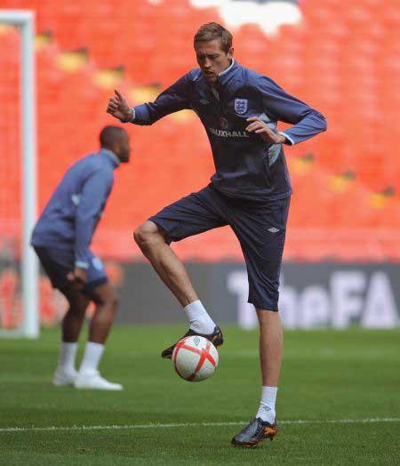 英格兰训练备战热身赛 克劳奇找寻球感,国际足