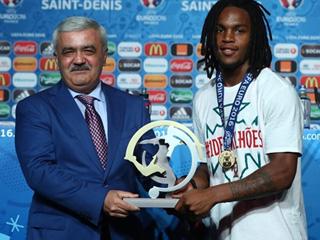 实至名归!小将桑谢斯当选本届欧洲杯最佳年轻球员