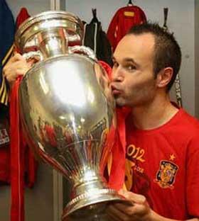 欧洲杯官方公布最佳球员 伊涅斯塔当选