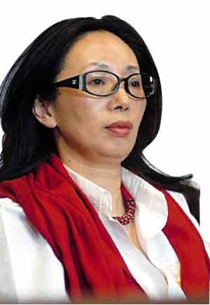"""在""""2009年胡润女富豪榜""""上,戴秀媚凭借与家人共同持有的210亿元财产初次上榜,并排名第四。"""